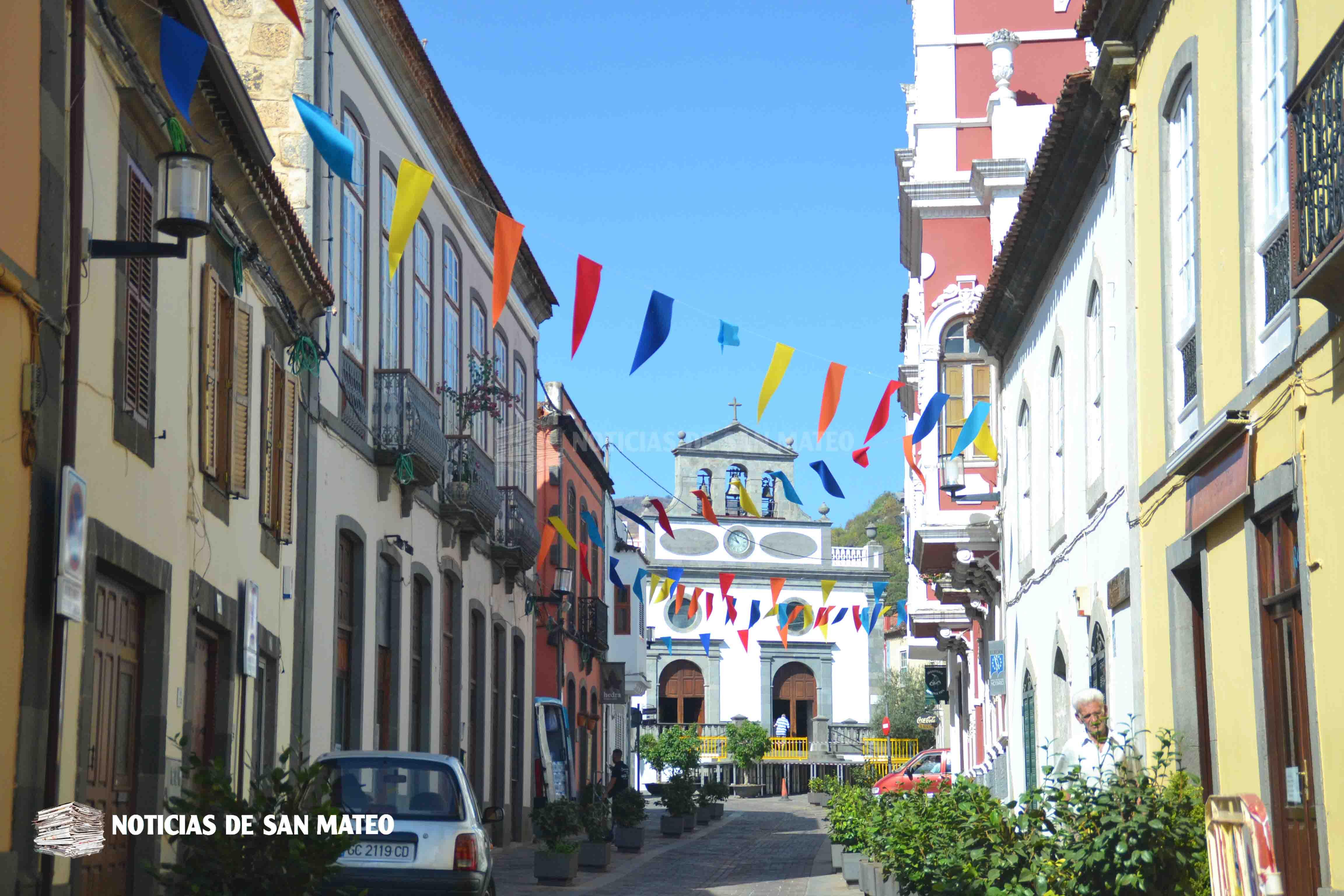Calle_Principal_con_banderas_de_colores_fiestas_2018_-_Foto_Laura_Miranda_-_Noticias_de_San_Mateo.jpg