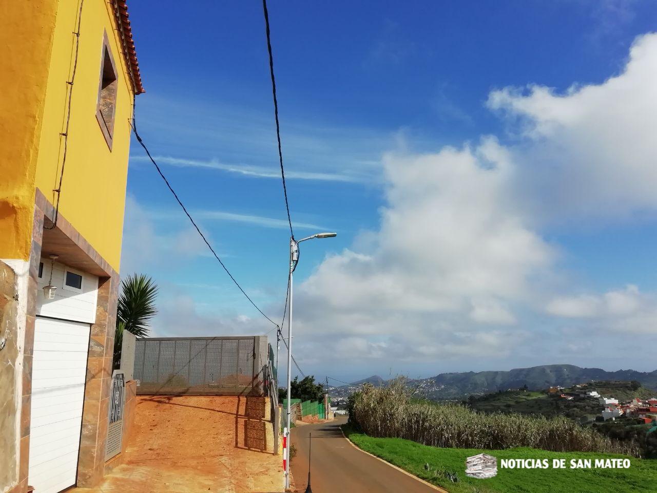 Diez nuevos puntos de luz iluminan la carretera de Los Corraletes 3