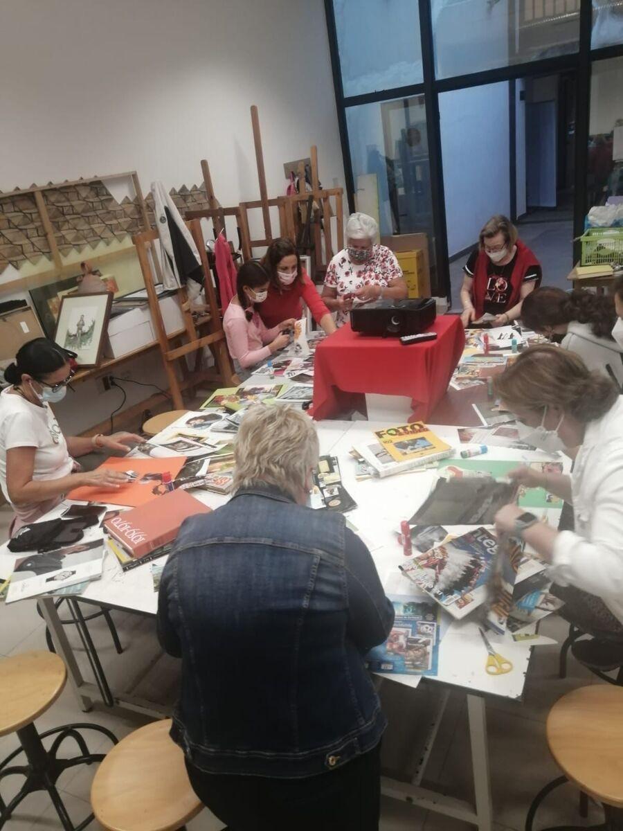 "13 mujeres de San Mateo participaron en el taller ""Be Feminist"""