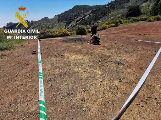 La Guardia Civil explosiona de manera controlada un mina anticarro encontrada en la Cruz de Tejeda
