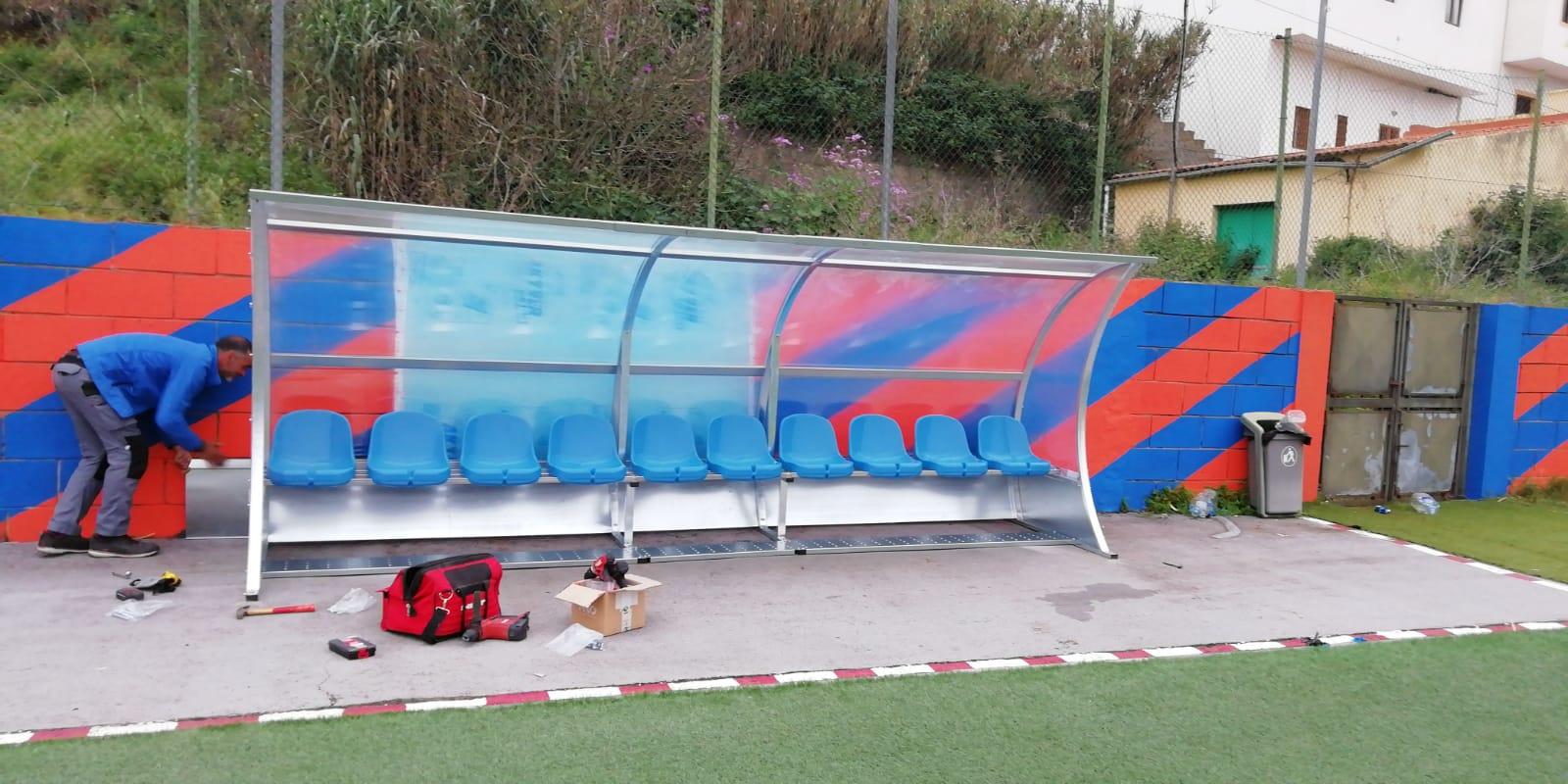 Nuevas porterías y banquillos en el campo municipal de fútbol