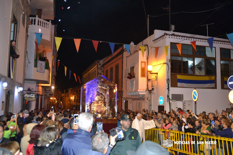 Emoción y gratitud en el recibimiento a la Virgen del Pino en San Mateo