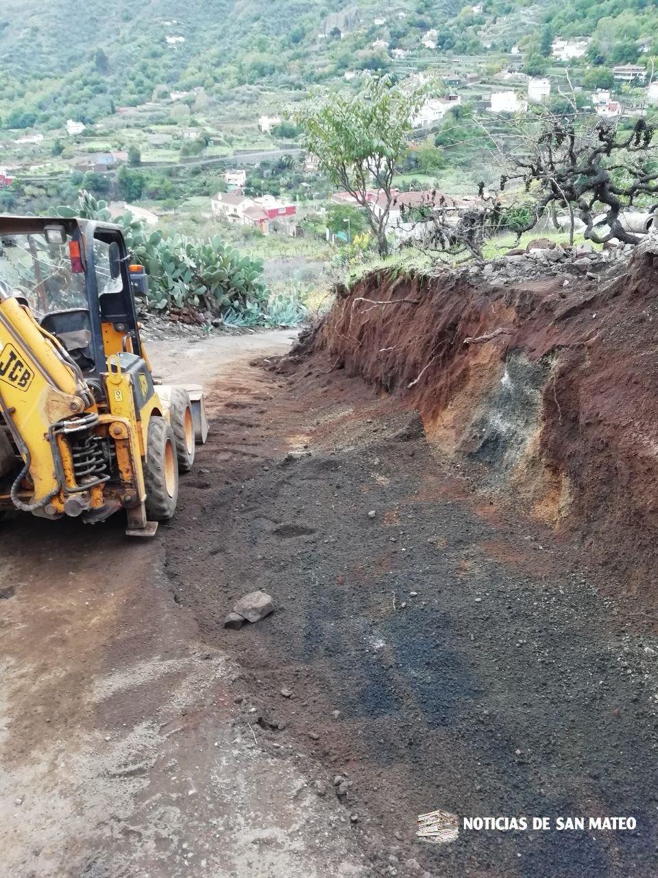 Obras de ensanche en la carretera de Lomo Los Ingleses